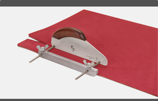 Bandle Knives - SStrip Cutter for Carpet Wall Bases and Design Flooring  complete with 10 pcs. Spare Blades 2003